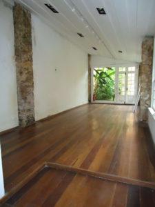 foto do salão posterior antes da implementação da casa Veja Rio na FLIP - Feira Internacional Literária de Parati.